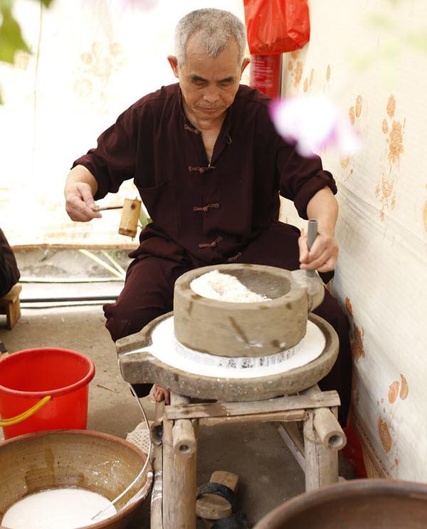 Nghiền bột gạo nước đã ngâm